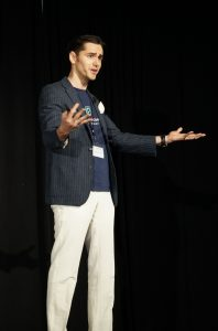 Public Speaking: quanto conta la gesticolazione delle mani